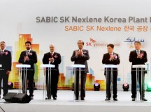 SABIC代表团与SK集团、韩国政府、沙特王国代表合影于韩国蔚山SABIC SK Nexlene 工厂开工典礼